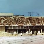 Панно «Космос» на фасаде Общественного центра. г. Краснокаменск. 1981.  Материал: сграффито. Размеры: 28 : 4,4 м