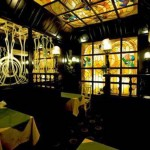 Одна из комнат ресторана гостиницы «Орехово» (Москва). 1989-1991  Интерьер В. Шершакова, Автор и изготовитель витражей – М.Р. Тренихина  Современные фотографии с сайта ресторана